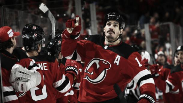 Brian Boyle con sus compañeros de los New Jersey Devils   http://newyork.cbslocal.com