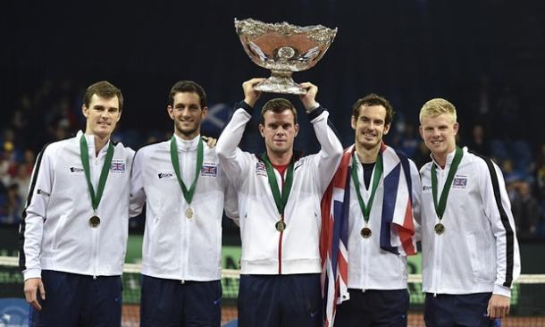 The British team hold the Davis Cup trophy. From left to right, Jamie Murray, James Ward, Leon Smith (Captain), Andy Murray and Kyle Edmund (Source: The Guardian)