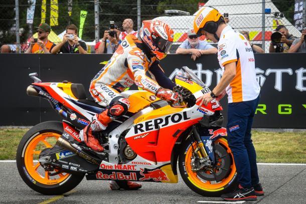 El piloto catalán durante el procedimiento de salida rápido. Imagen: MotoGP