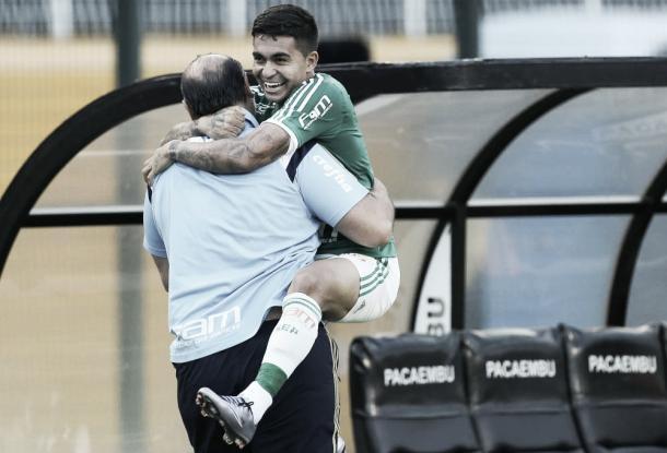 Pequeninho, Dudu marcou de cabeça o gol da vitória sobre o Corinthians. Tento foi anotado minutos após Fernando Prass defender um pênalti (Foto: Cesar Greco/Ag Palmeiras/Divulgação)
