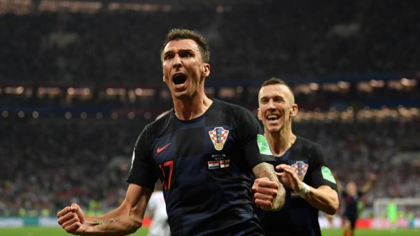 Mandzukic y Perisic celebreando el gol que les daba el pase a la final. | Foto: FIFA.com