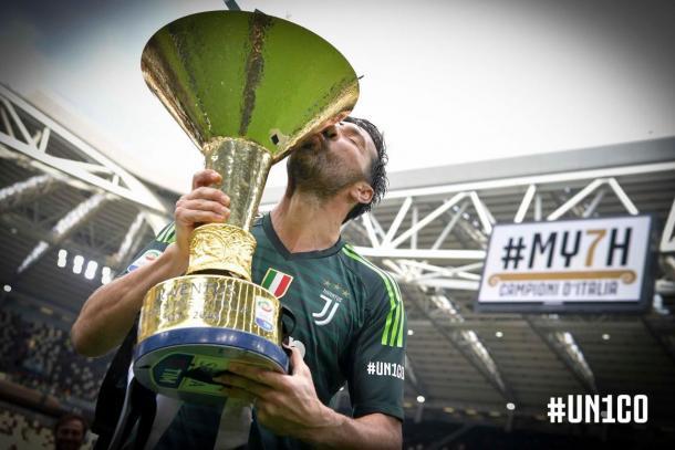 Buffon se despediu da Juventus com o título da Serie A e ovacionado pela torcida no Allianz Stadium. (Foto: Divulgação/Juventus)