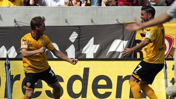 Lumpi celebrates with Niklas Kreuzer. | Photo: Bundesliga
