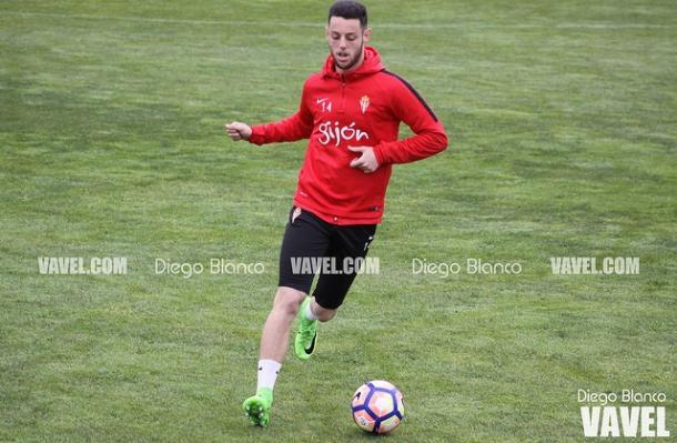 Burgui maneja el esférico en un entrenamiento (Imagen: Diego Blanco)