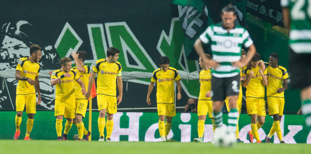 Los jugadores del Dortmund celebran el gol de Weigl. | Foto: Borussia Dortmund