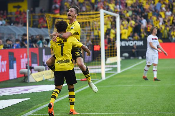 Sancho e Philipp comemoram o terceiro gol (PATRIK STOLLARZ/AFP/Getty Images)