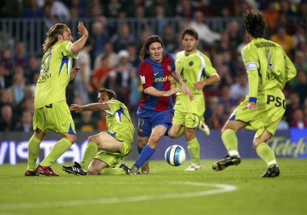 Messi ante David Belenguer en aquel famoso gol / Fuente: Yahoo Deportes