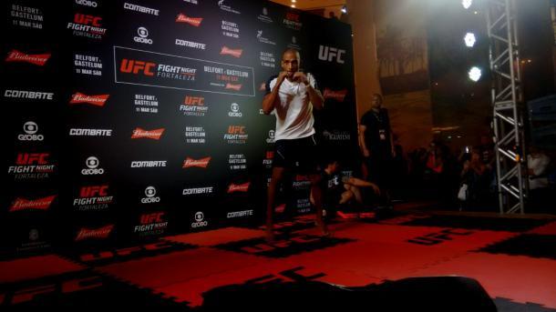 Vitor Belfort perde em Fortaleza e pede luta de despedida em casa