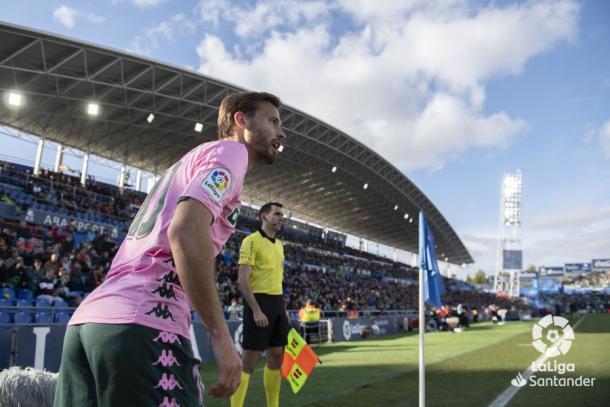 Canales a punto de lanzar un córner | Fotografía: La Liga
