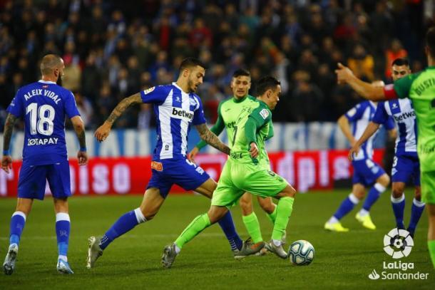 Los jugadores del Alavés y del CD Leganés durante el encuentro de la primera vuelta | Fuente: LaLiga Santander