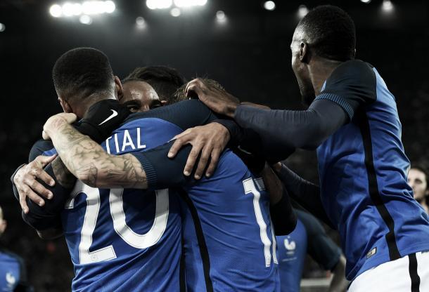 Lacazette celebra uno de sus goles. | Foto: (fff.fr)