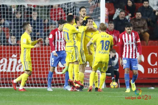 Ante el Cádiz, el Sporting jugó sin asturianos en el once inicial // Imagen: La Liga