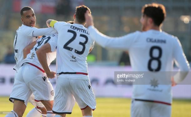 Jugadores del Cagliari tras el lgol de Pavoletti frente al Atalanta / Foto: gettyimages