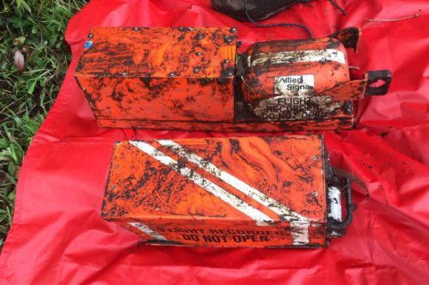 As duas caixas pretas do avião são encontradas (Foto: Aeronáutica Civil)