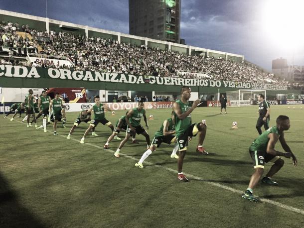 Los dirigidos por Rueda calienta en el césped del Arena Condá | Foto: Atlético Nacional