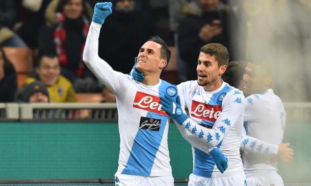 Callejon gioisce sotto lo spicchio di tifosi Azzurri dopo il suo gol all'Inter. Fonte foto: calciomercato.com