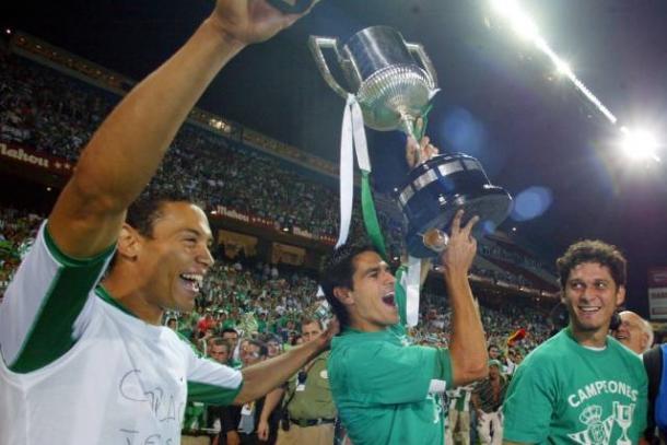 Oliveira junto a Juanito y Edu / Foto: Diario As