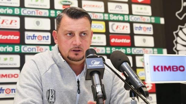 Mister Camplone in conferenza stampa - Foto Corriere dello Sport