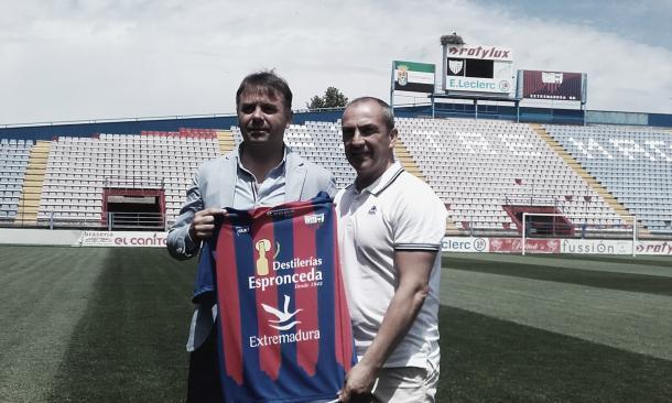 Foto: Vavel.com | Imagen de Juan Sabas el día de su presentación en el Extremadura