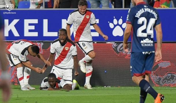 Celebrando un gol suyo. Fotografía: Rayo Vallecano S.A.D