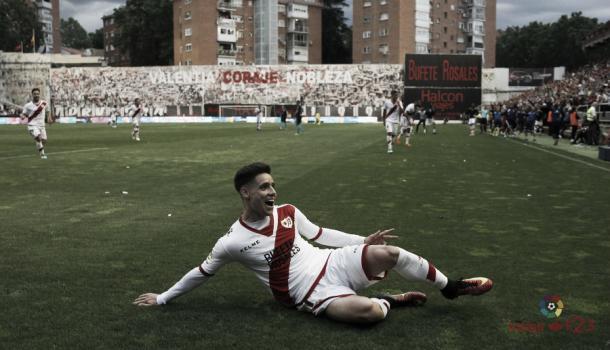 Álex Moreno celebrando su gol ante el Lugo. Fotografía: La Liga