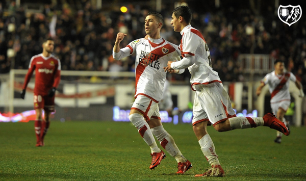 Embarba celebrando su gol junto a Santi Comesaña. Fotografía: Rayo Vallecano S.A.D.