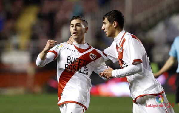 Adrián Embarba celebrando su gol junto a Santi Comesaña. Fotografía: La Liga