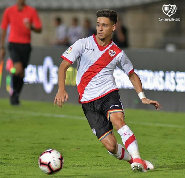 Álex Moreno durante un partido de pretemporada | Fotografía: Rayo Vallecano S.A.D.