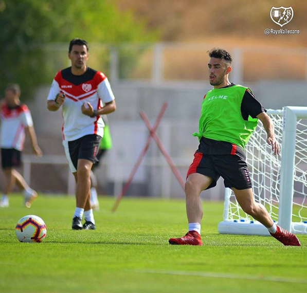 Alberto entrenando con el primer equipo | Fotografía: Rayo Vallecano S.A.D.