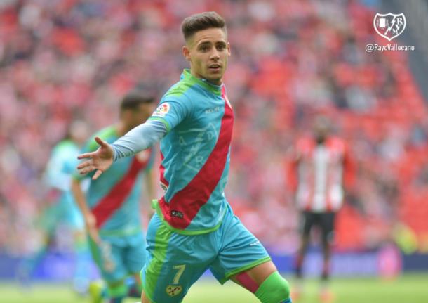 Álex Moreno celebrando su gol ante el Athletic de Bilbao | Fotografía: Rayo Vallecano S.A.D.