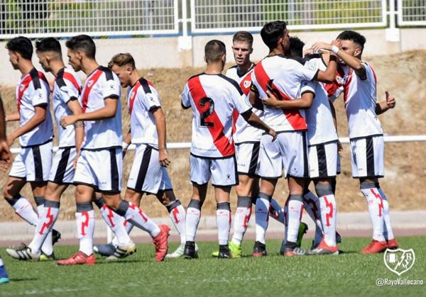 Jugadores del Rayo B celebrando un gol | Fotografía: Rayo Vallecano S.A.D.