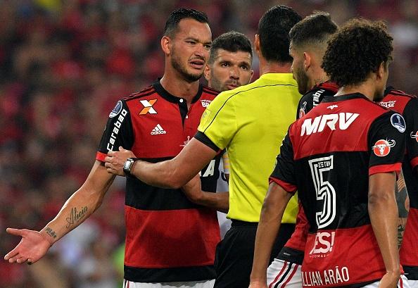 Réver foi um dos que criticou a arbitragem no Maracanã (Foto: Carl de Souza/AFP via Getty Images)