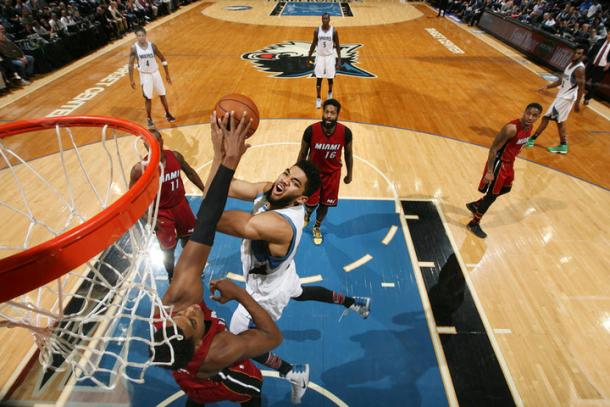 La sfida tra Towns e Whiteside - Foto NBA Miami