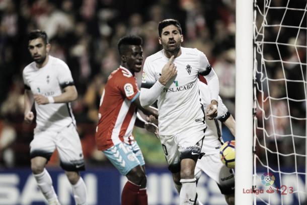 Carlos Carmona celebrando su gol de penalti. | Imagen: LaLiga.