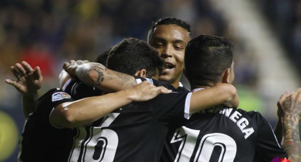 Jugadores del Sevilla tras el primer gol ante el Cádiz   Foto: Sevilla FC