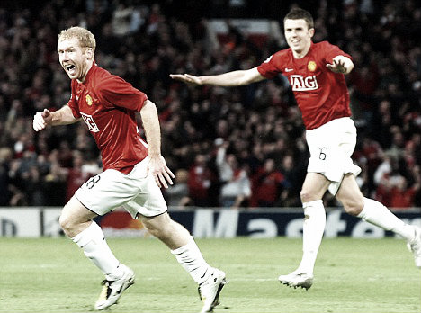 Carrick played alongside the quality of Pauls Scholes as United bid for countless trophies (photo source: Daily Mail)