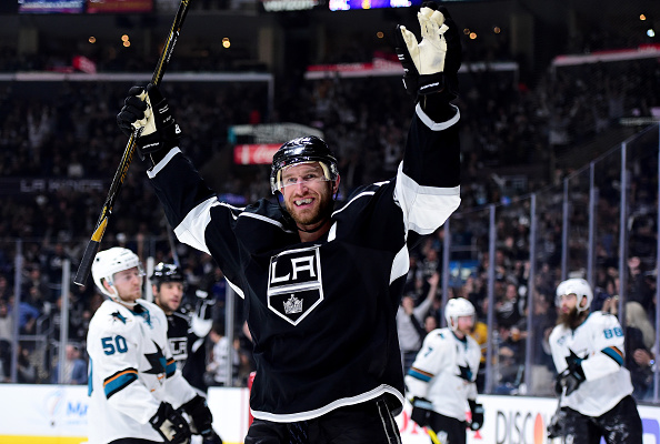 Jeff Carter levels the game at two. | Photo: Getty Images