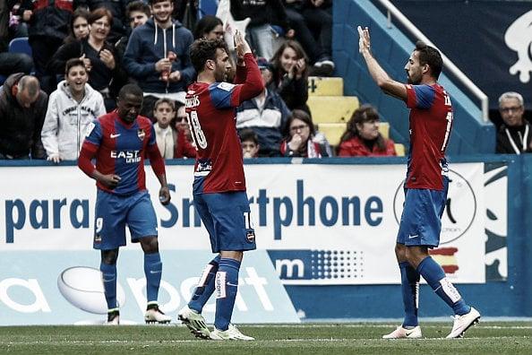 Victor Casadesus equalizes for Levante | Photo: Biel Alino (Getty Images)
