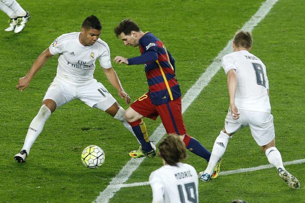 Trio Casemiro, Kroos e Modric se entenderam e anularam craques como Messi (Foto: Getty Images)