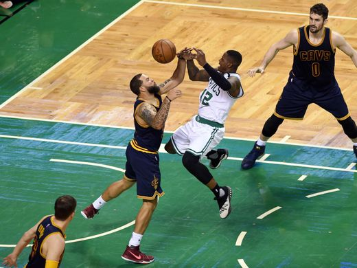 Cleveland Cavaliers guard Deron Williams (31)  defends Boston Celtics guard Terry Rozier. Photo:Bob DeChiara-USA TODAY Sports