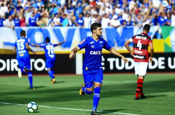 Arrascaeta abriu o placar para o Cruzeiro em Goiânia