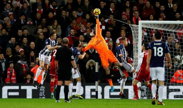 Cech en una acción del encuentro | Fotografía: Premier League
