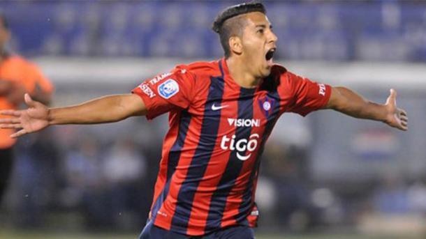 Cecilio Domínguez es pretendido por grandes clubes europeos, el ariete paraguayo es la principal figura de Cerro. | Foto: ABC Color