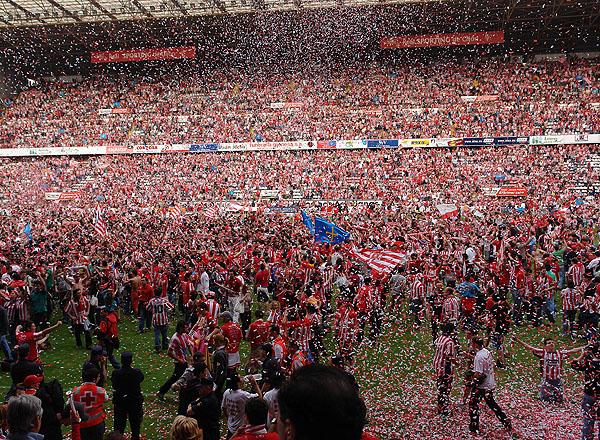La celebración del ascenso en El Molinón | Imagen: La Nueva España