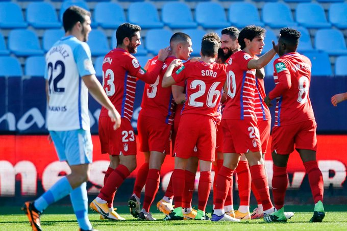 Los jugadores del Granada CF celebran el gol de Vico en La Rosaleda   Foto: Granada CF