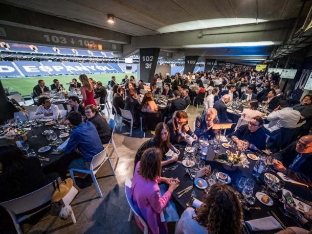 Cena previa a la gala benéfica de Invest for Children en el RCDE Stadium. Foto: Web oficial RCDE Espanyol.