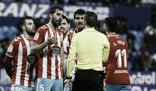 Pita, Campillo, Bernardo y Josete hablan con el árbitro |Foto: LaLiga