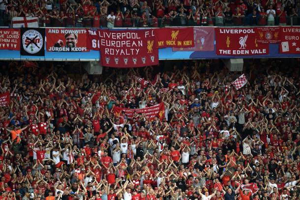 Los aficionados del Liverpool no pararon de animar en toda la final. Fuente: UEFA Champions League.