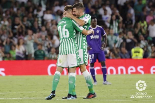Javi García celebrando con el autor del 1-1   Fotografía: La Liga