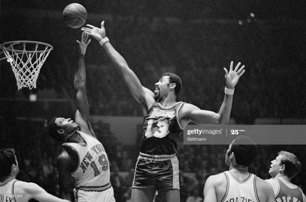 Wilt Chamberlain en un partido con los Lakers / Getty images